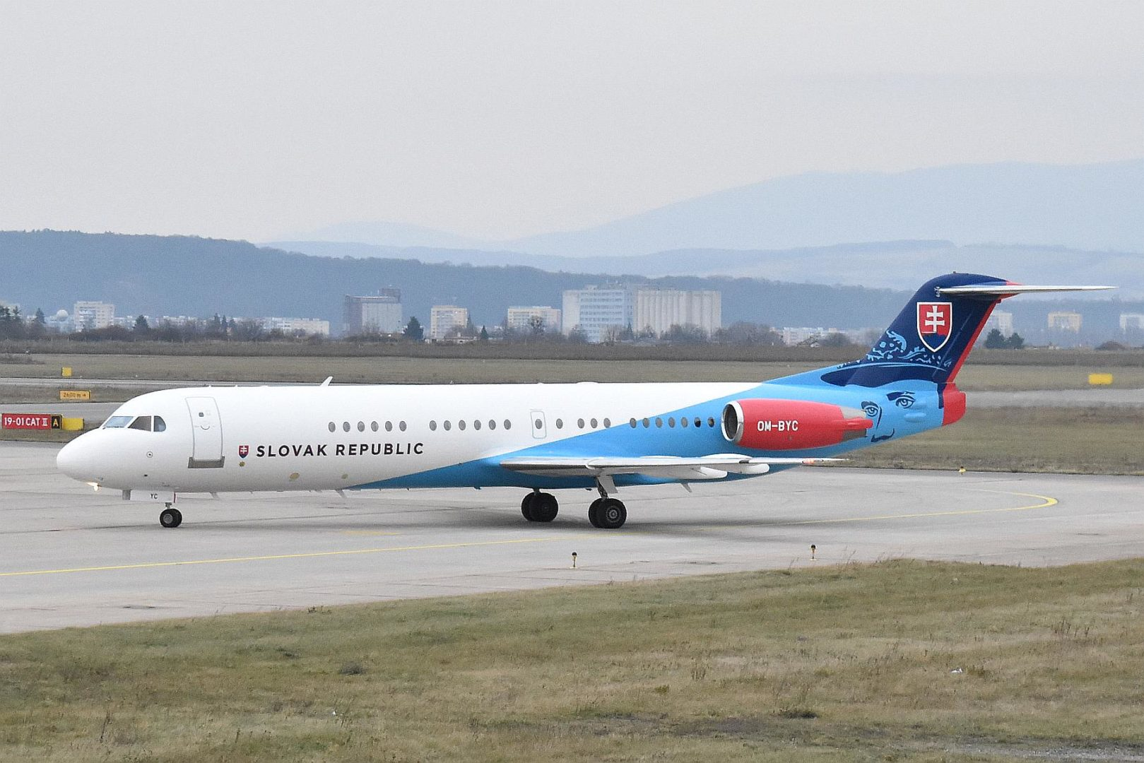 Vládne špeciály_Fokker 100 OM-BYC Slovak rep.