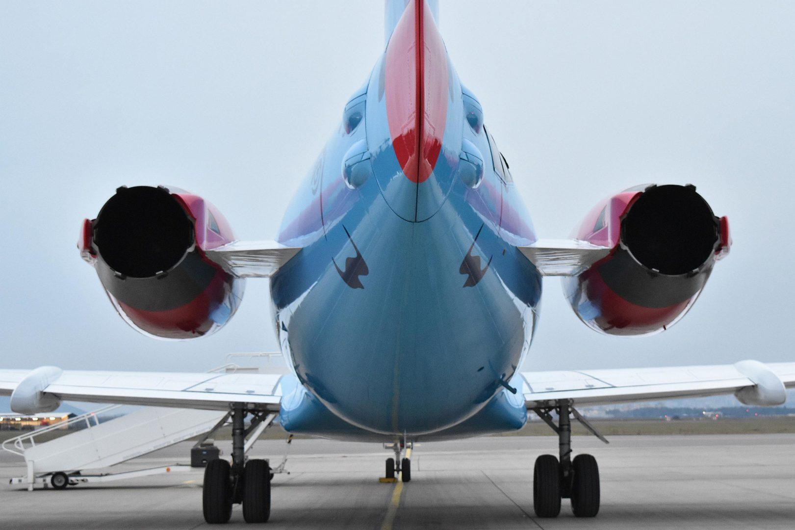 Vládne špeciály_Fokker 100 OM-BYC tail