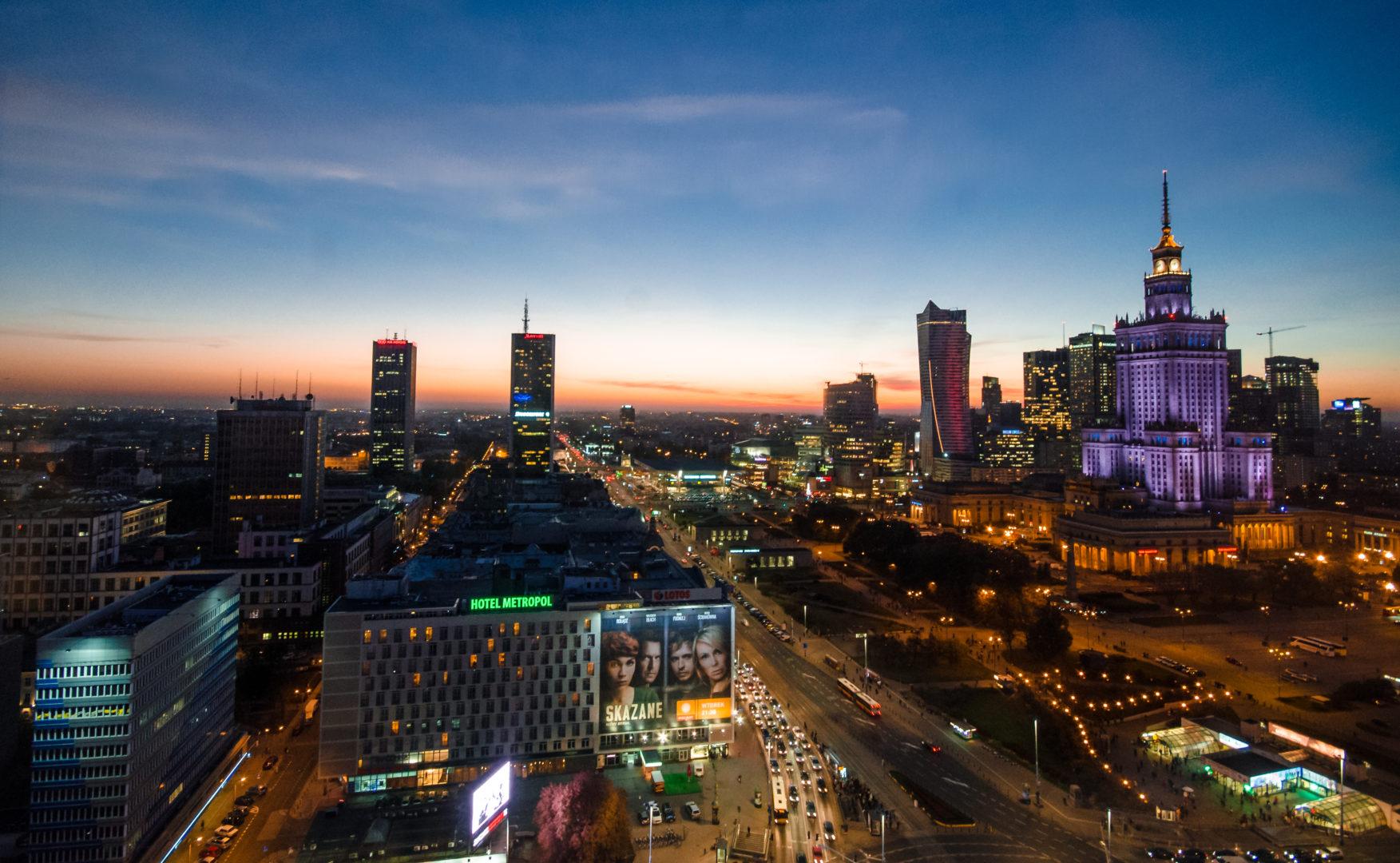 Warsaw-at-night-Pexels